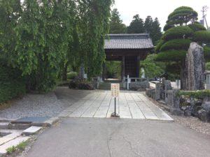 光前寺入り口