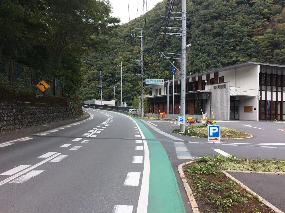 早川町役場前