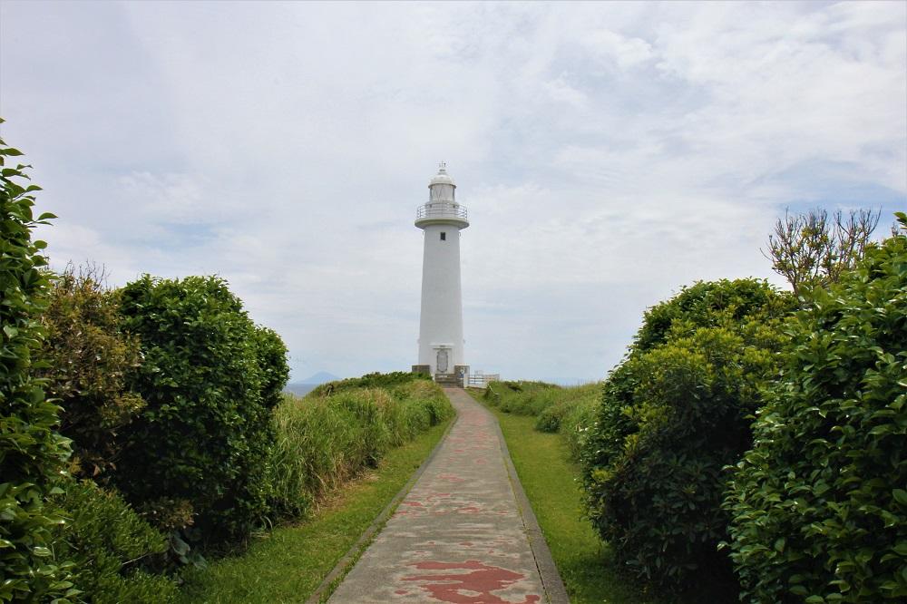灯台までの道
