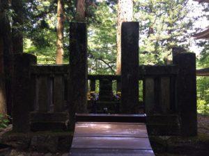 霊犬早太郎墓