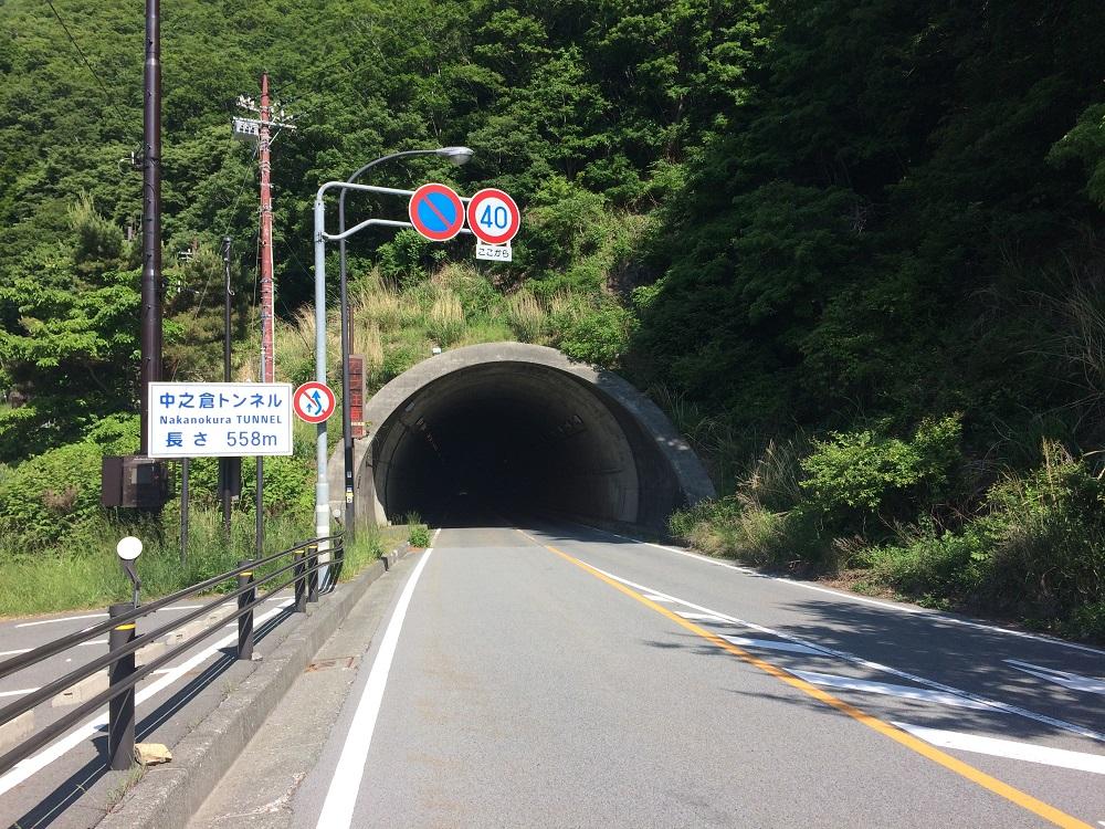 本栖湖に抜けるトンネル