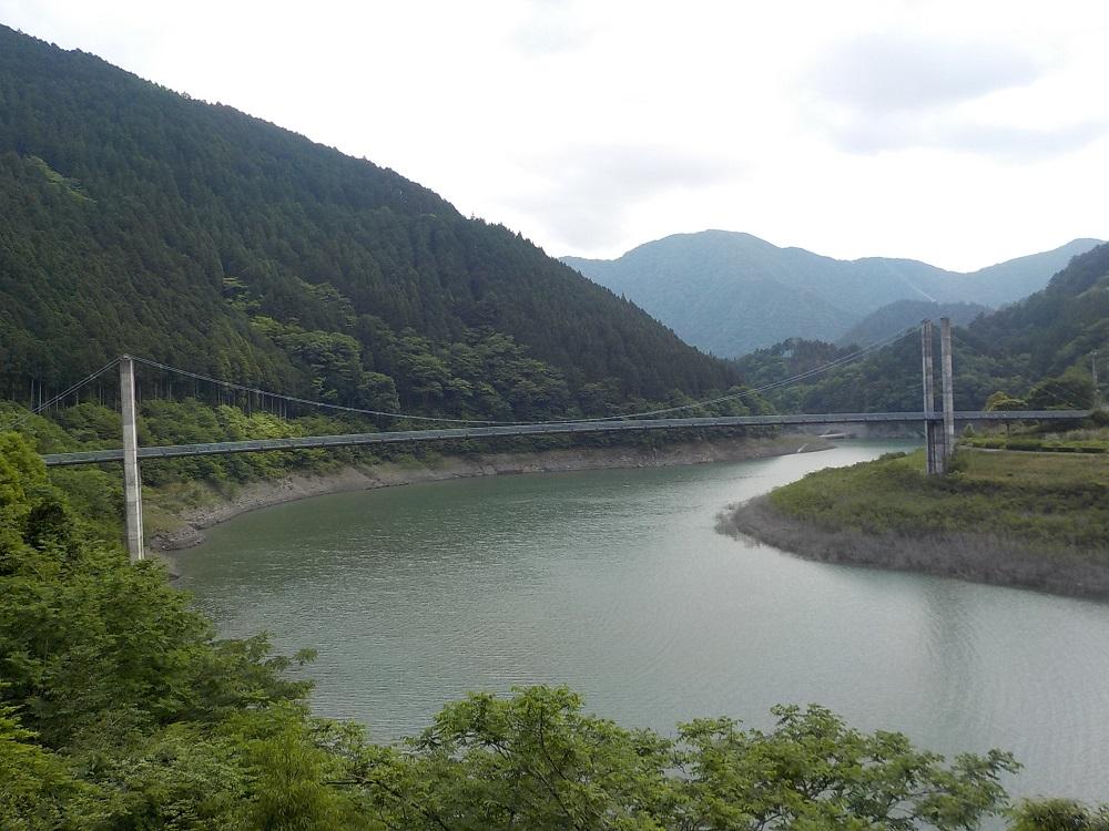 接岨湖にかかる橋