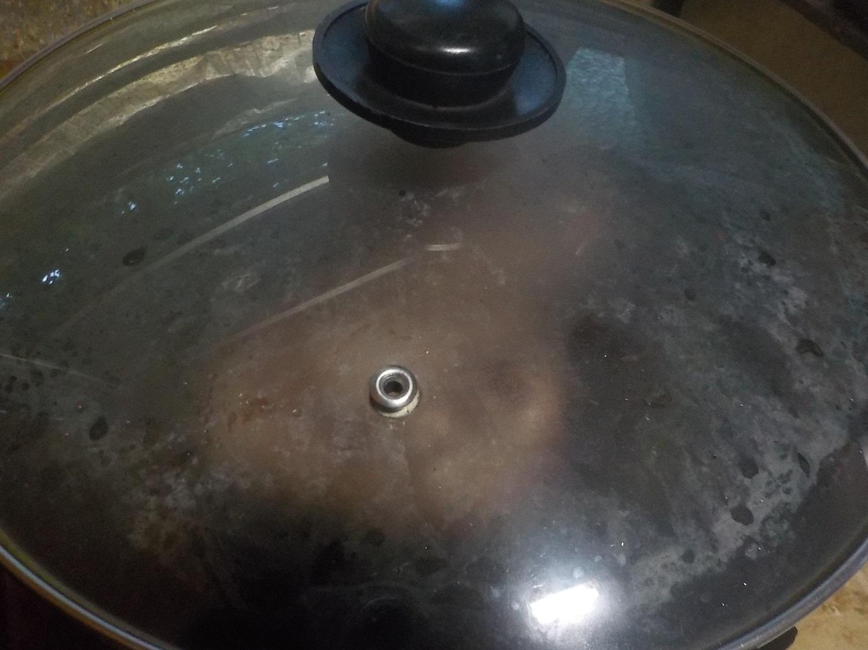 そのまんま肉バーグ蓋をして蒸し焼き