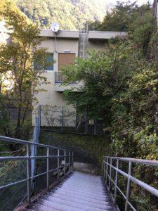 ダム管理棟