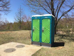 みずがき山自然公園キャンプ場簡易トイレ