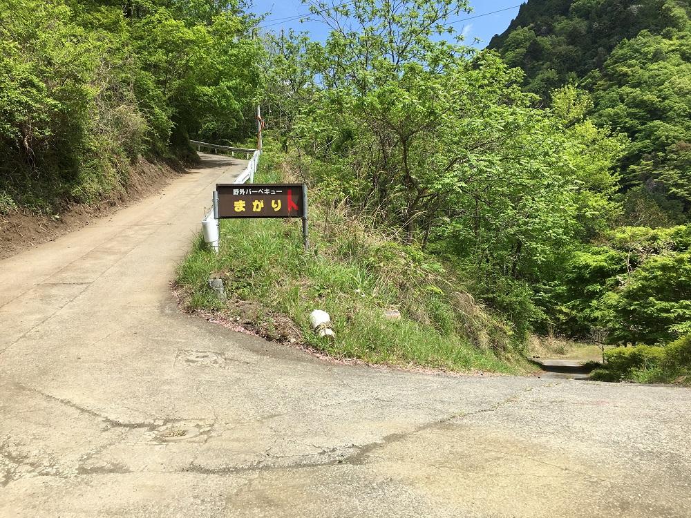 大柳川渓流公園 キャンプ場近くのカーブ
